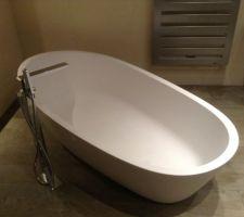 baignoire en krion 180 95 avec robinetterie sur pied cascade lounge