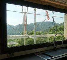 Fenêtre panoramique ouverture motorisée 2.70X1.40 avec volet roulant électrique.