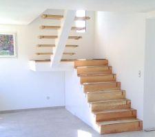 l escalier fini en attente de garde corps