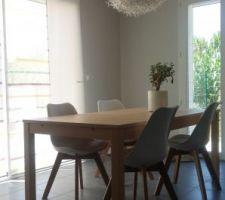 Table ikea et chaises de chez maison du monde
