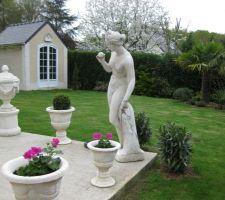Construction de l'abri de jardin dans le même style que la maison