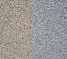 """A gauche couleur de la maison """"ocre jaune code FC1"""" et a droite couleur des modénatures """"neutre code FA1"""""""