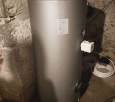 Le nouveau chauffe-eau avec la résistance électrique, le temps de finir d'installer la chaudière