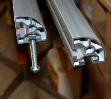 profile alu arrondi de 40mm x 40 mm pour boulon de 8 mm long 1560 mm pour un battant portail de3 50 m profile trouve sur le site systeal http www systeal com fr