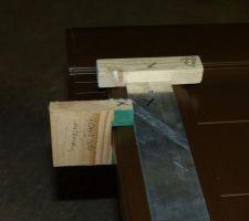 Cale pour effectuer le perçage de trou de 8 mm côté barre alu et on replace le cales en repositionnant la même barre de l'autre côté dans le même sens pour avoir les trous exactement en face