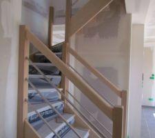 Nouvelle cloison sous l'escalier afin de créer un placard