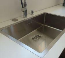Début installation de la cuisine, évier qui affleure