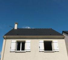 Toiture avant les fenêtres de toit