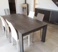 table de sejour xxl avec ses chaises et buffet assorti