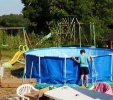 ZE piscine - remplissage!!! Les gamins trop impatients ;-)