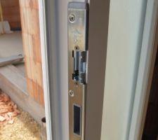 gache electrique de la porte d entree