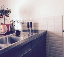 Faïence de la cuisine, Brico Depot ref: métro et maintenant, place à la tapisserie!
