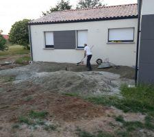 8 m3 de gravier GMTa 0/20 afin de rehausser la terrasse car nous avions creusé trop profond!