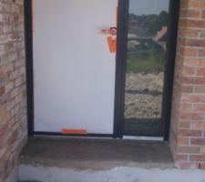 remise en etat du seuil de porte avant la pose de la pierre bleu