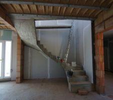 vue du salon vers escalier
