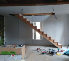 L'escalier posé :) il est beauuuuuuuuuu