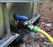 Adaptateur pour nez de robinet de cuve 1000 litres.