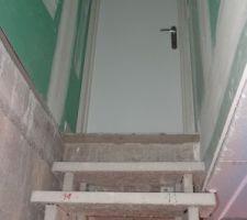 Porte d'accès au sous-sol installée