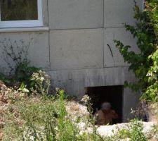 La maison au 12/07/2015. On aperçoit la porte du sous-sol, il reste à mettre la porte et un escalier !