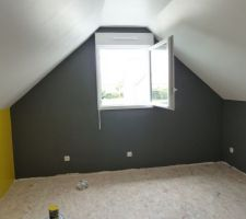 1ere chambre dans nos comble fini côté peinture