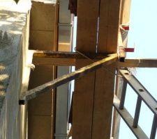 Pose des gouttières rectangulaires en zinc naturel