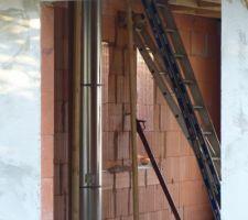 Passage du conduit de cheminée à travers le 1er étage