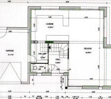 plan RDC avec Cellier, WC, hall d'entrée avec escalier, porte à galandage donnant sur le séjour-cuisine   garage.