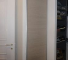 Porte de placard pivotante dans l'anti chambre