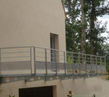 Pose du balcon par le serrurier