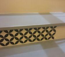 Test de décoration dans les escaliers, autocollant type carreau de ciment