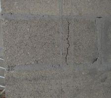 Fissure apparue sur un mur porteur au sous-sol, avant même la livraison
