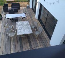 La terrasse bois qui a déjà changé de couleur ( passée du rouge au marron mais finira par devenir grise ) Vue de ma toiture terrasse