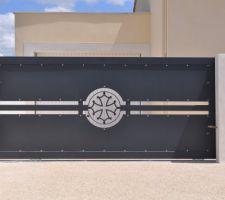 le portail personnalise avec la croix occitane