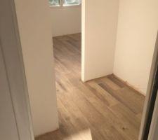 Carrelage chambre 1 terminé (manque plinthe en bois)