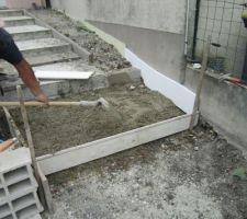 Fondation de la dernière marche de l'escalier.