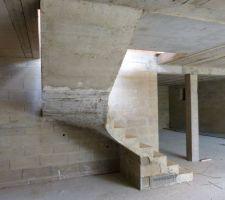 Escalier du sous-sol décoffré