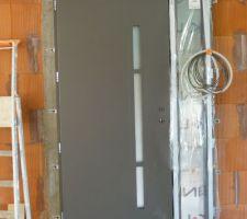 Porte d'entrée Kline modèle Effigie couleur gris sablé RAL 2900