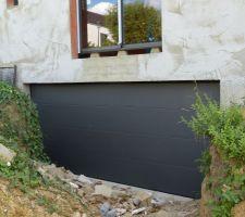 Porte de garage La Toulousaine gris sablé RAL 2900