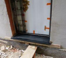 Seuil de la porte d'entrée en granit noir du Portugal
