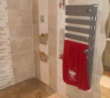 Pose sèche serviettes et miroir vague
