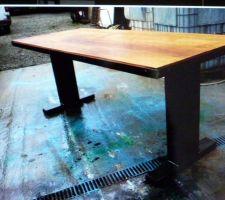 Idée table de jardin mélange metal et au