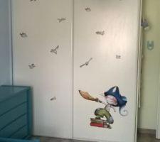 Chambre du loulou terminée! Placard maison avec stickers
