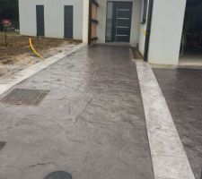 Photo trottoir ou chemin en b ton for Entree garage beton