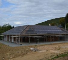 Couverture et panneaux photovoltaïques en place !!