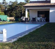 Gravier autour de la piscine