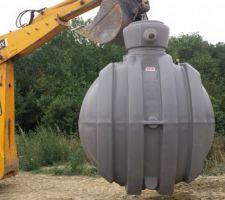 recuperateur d eau de 5 000 l raccorde aux gouttieres