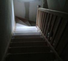 escalier en hetre brut a peindre ou vitrifie