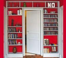 etagere suedoise autour des portes des chambres mais choisir etageres beaucoup moins large juste de quoi encadrer la porte