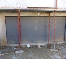 Porte La Toulousaine couleur gris sablé RAL 2900 d'une largeur de 4,5m