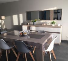Buffet de chez Mobilier de France laqué blanc et céramique